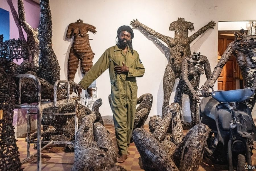 « Making sculptures out of bullets in Kinshasa » : Portrait de Freddy Tsimba dans The economist